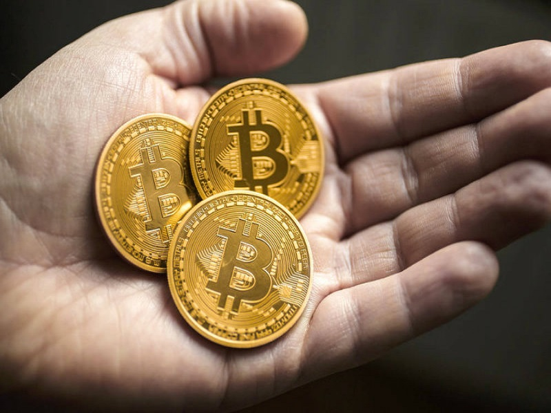 3-Bitcoins-in-hand