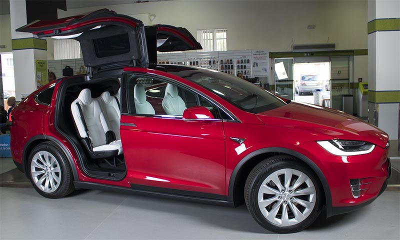 Alza Offers Bitcoin Teslas