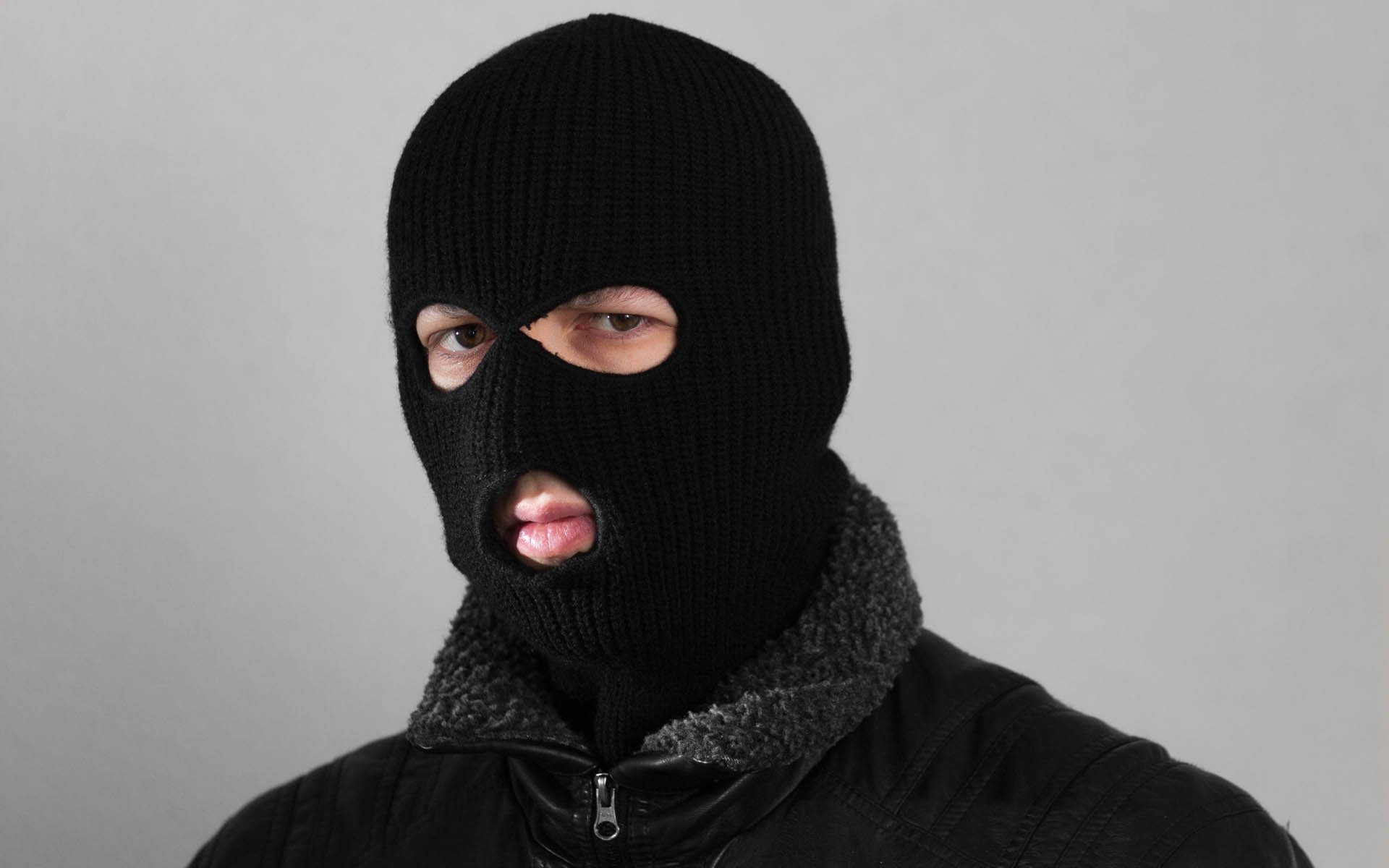 Armed Robbers Enter Home, Force Bitcoin Trader to Transfer Funds