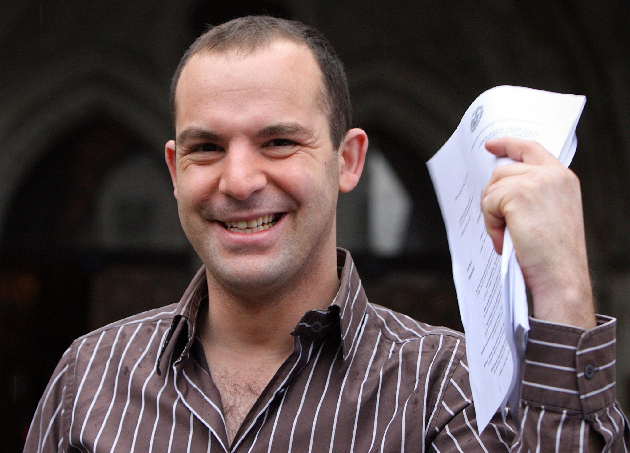 foto MoneySavingExpert.com's Martin Lewis Claims Facebook Is Refusing To Remove Fake Ads Using His Face