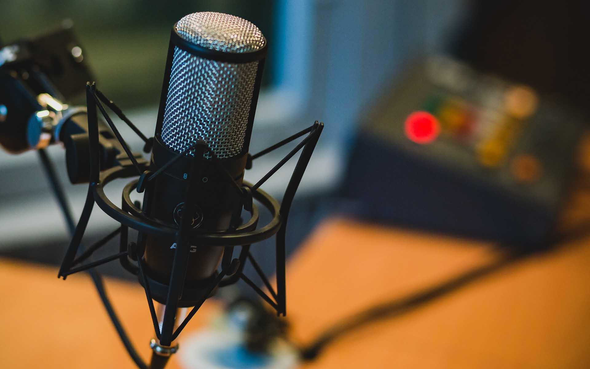 Top 7 Cryptocurrency Podcasts That You Can't Afford to Miss