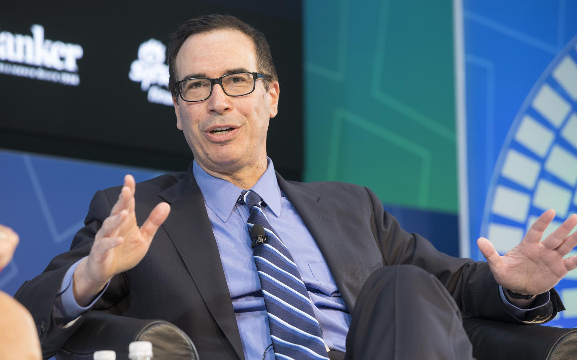 Treasury Sec. Mnuchin Says 'We're Looking Closely' at Bitcoin, Cryptocurrencies