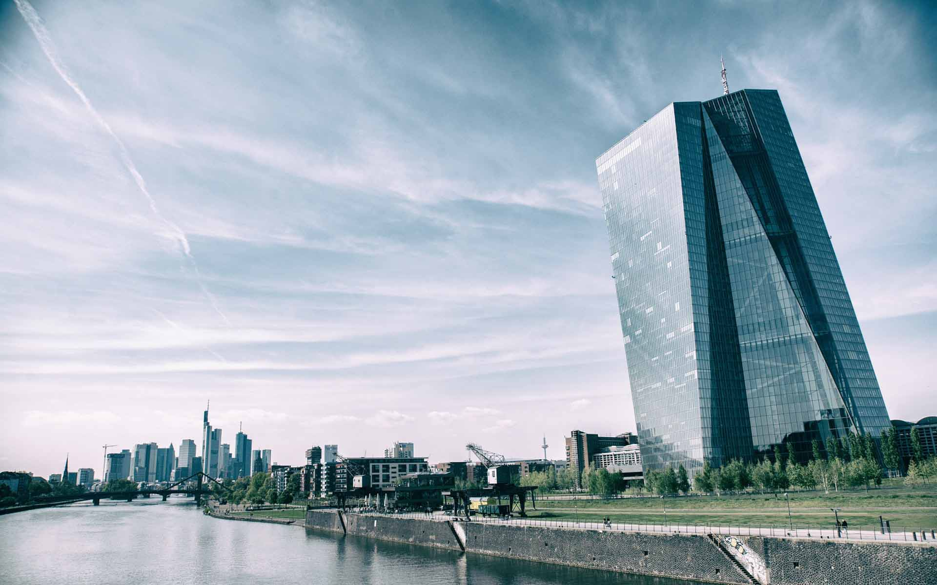 ECB Tells Banks to Implement Instant Payments in Order to Compete with Bitcoin