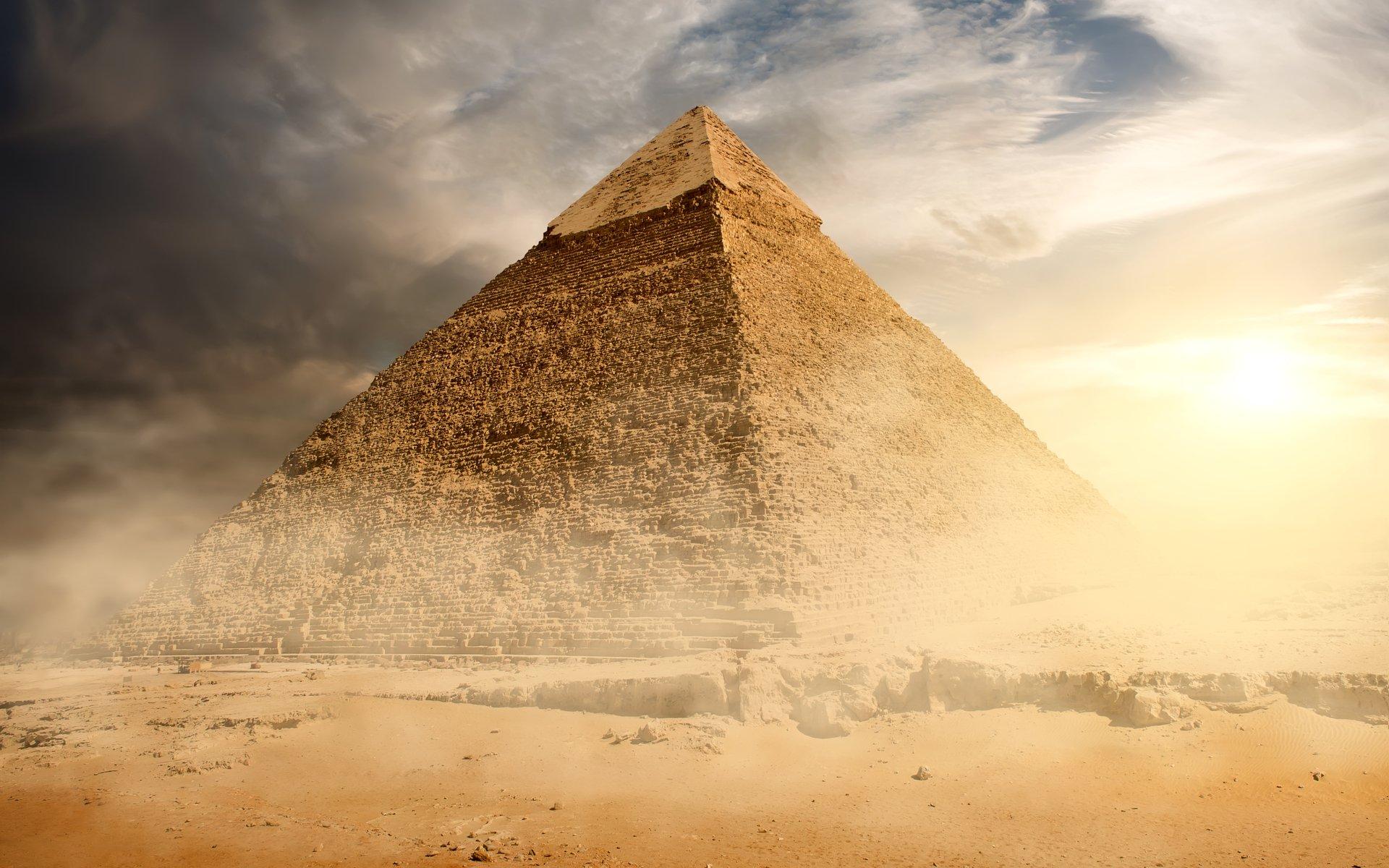 pyramid bitcoin stay