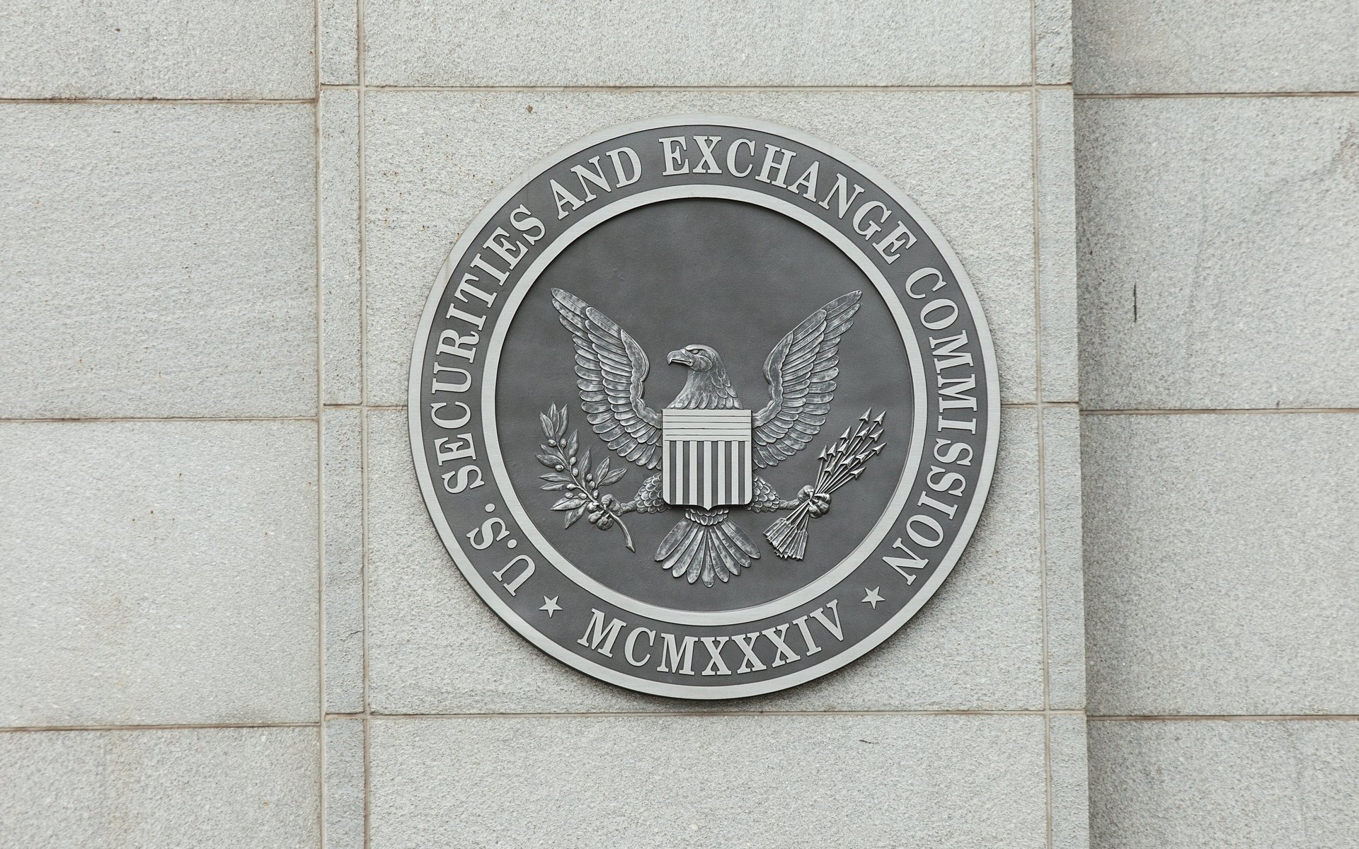 Bitcoin ETFs: SEC Postpones Decision on Direxion's Proposals until September