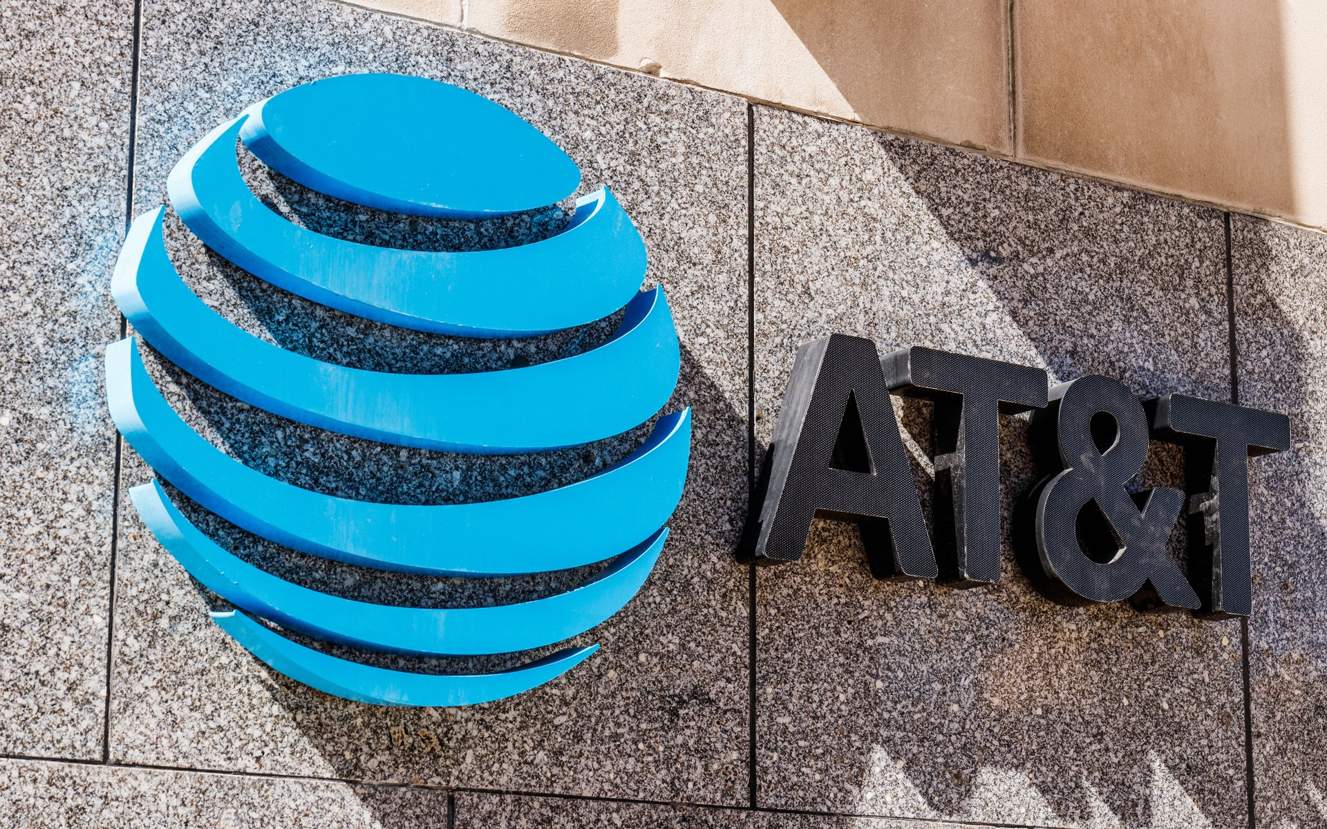 US Investor Files Lawsuit Against AT&T Over Cryptocurrency Theft