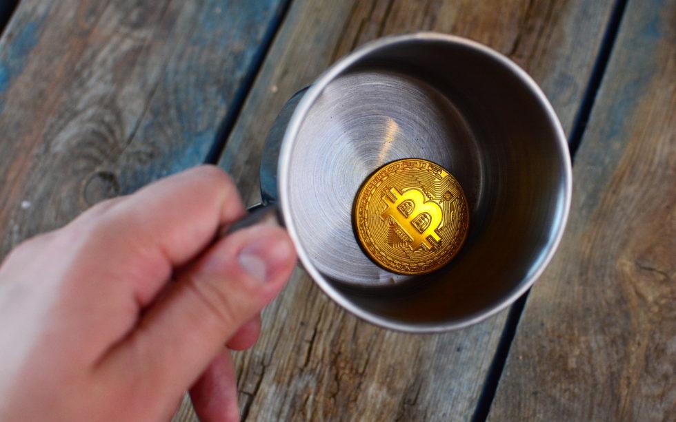 giá bitcoin chạm đáy