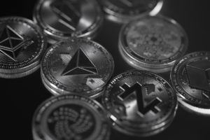 bitcoin sluggish altcoins bullish