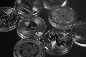 bitcoin sluggish altcoins bullish
