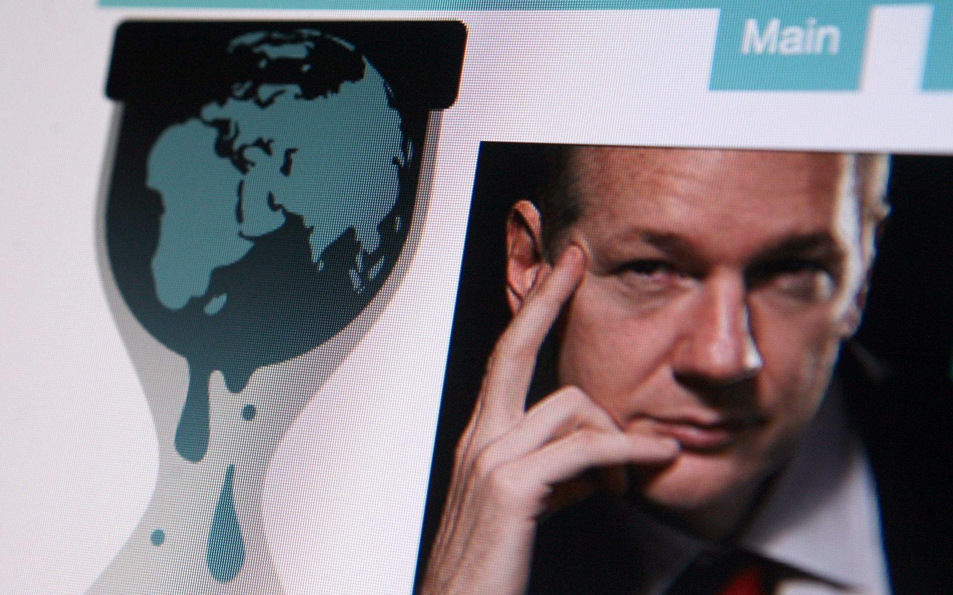'The Daily Show' recaps WikiLeaks founder Julian Assange's embarrassing arrest