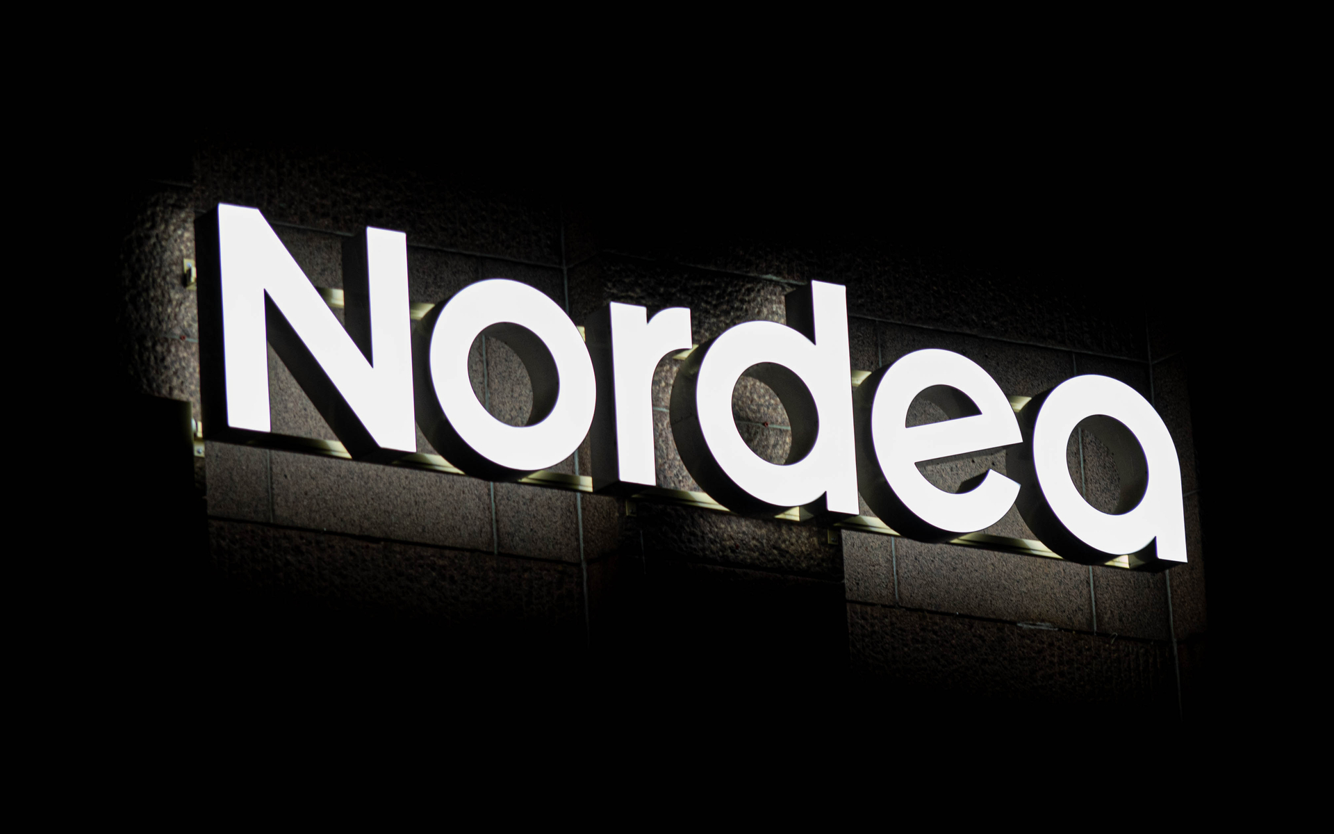 nordea bank bans staff from bitcoin trading