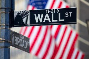 Bitcoin May Break Below $9K on Wall Street Correlation: Stock Analyst