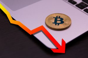 Analyst Expects Bitcoin to Fall by $2K Despite Bullish Fundamentals