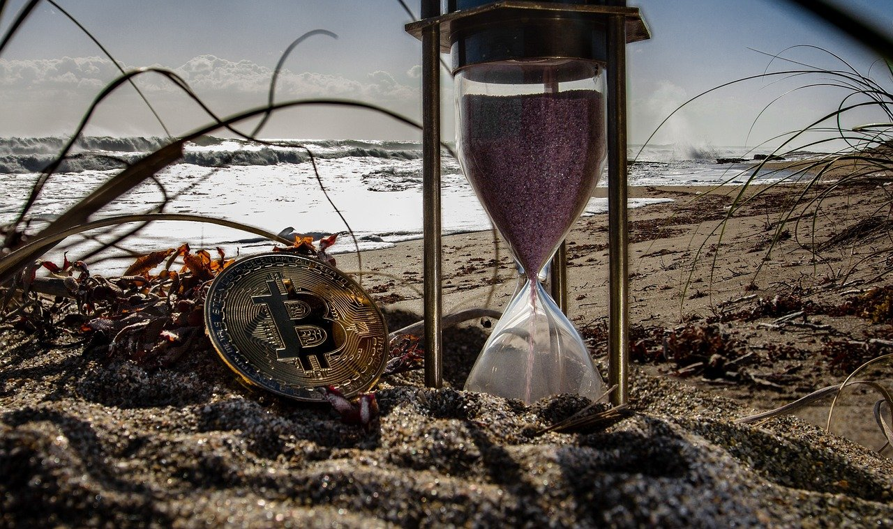 bitcoin time cryptocurrency-3401786_1280