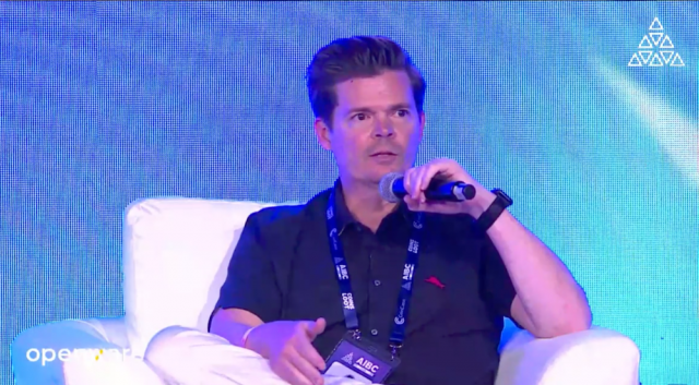 Brian_Rogers_speaking_at_AIBC_Summit_Dubai_future_of_blockchain (6)