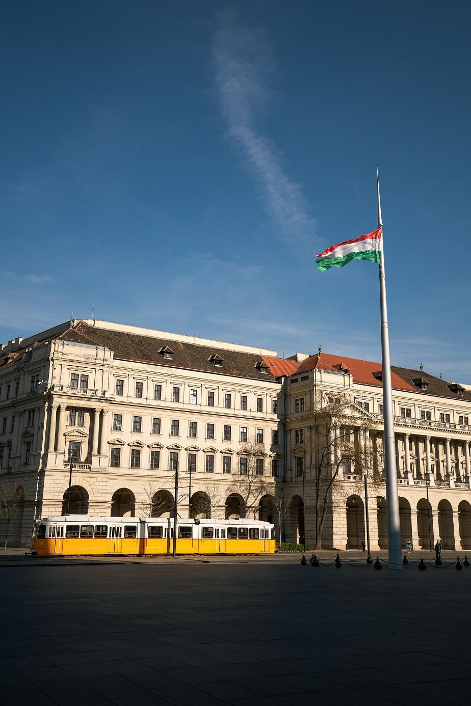 Government, Hungary flag