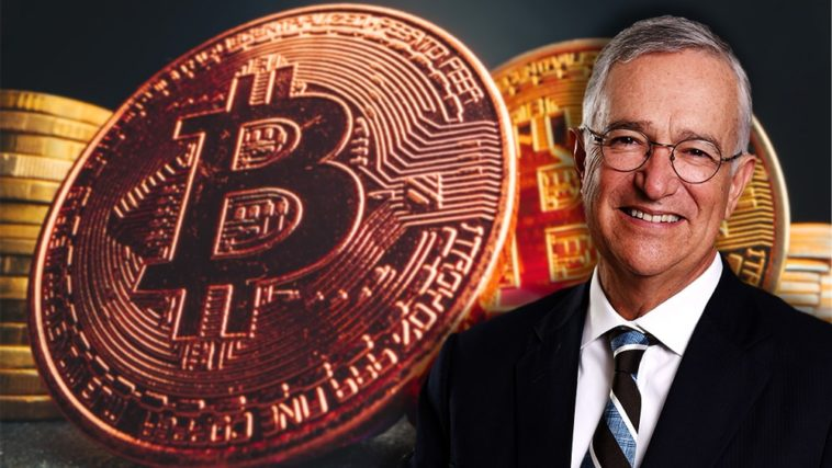 Ricardo Salinas smiling with bitcoins behind him