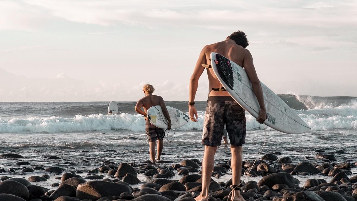 Bitcoin Beach, surfers in El Salvador