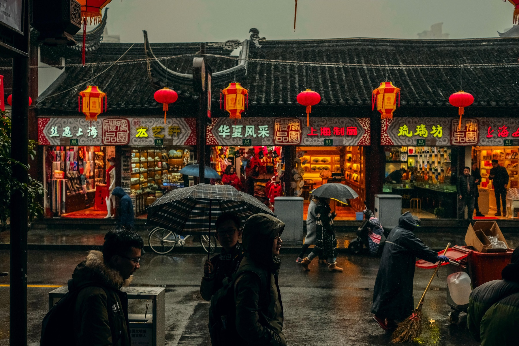 Chinese ban, chinese streets as it rains