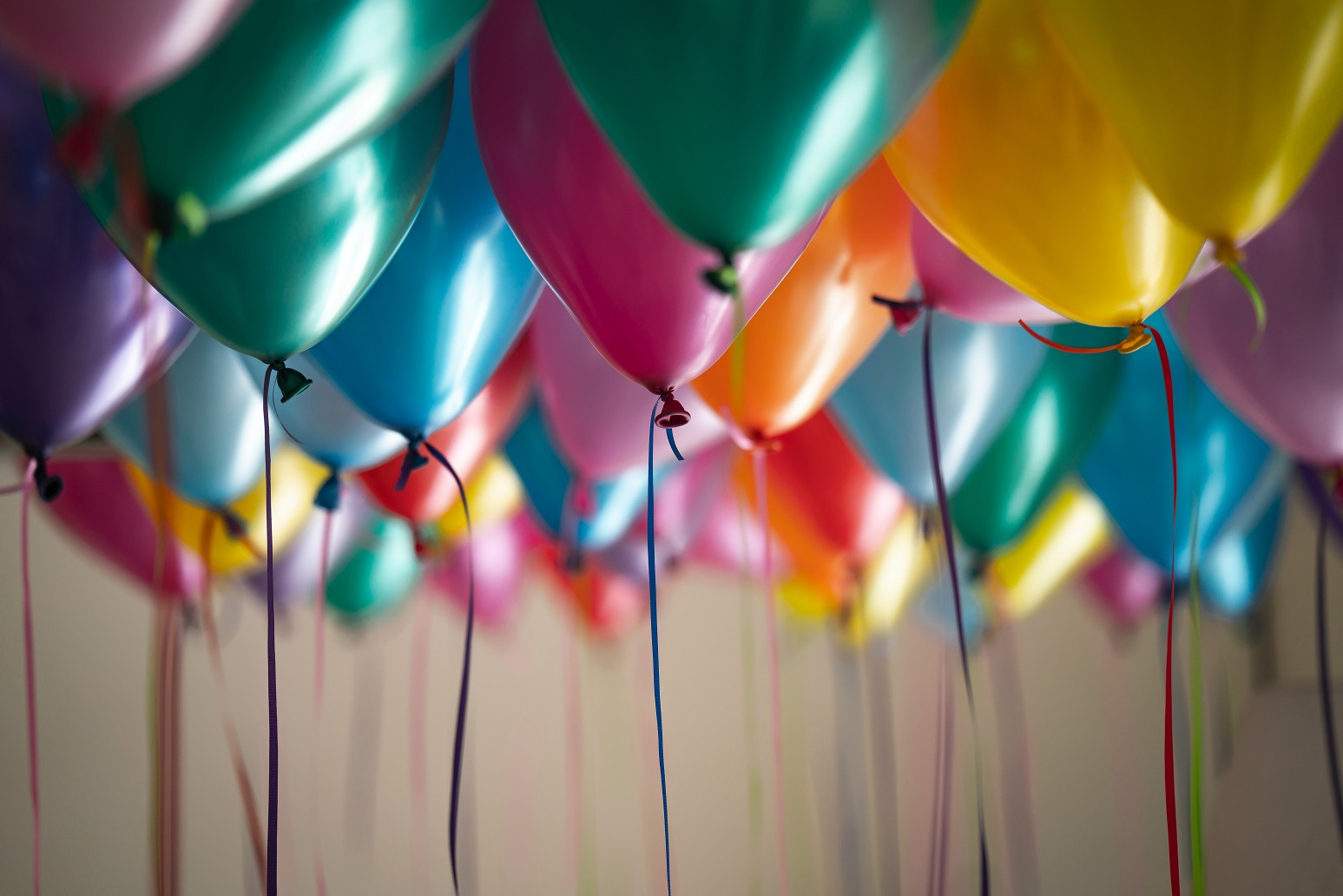 Max Keiser, balloons for a party