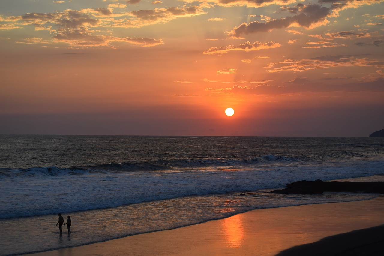 El Salvador Experiment, sunset and the beach