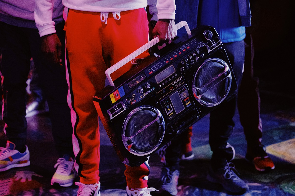 Busta Rhymes, a boombox