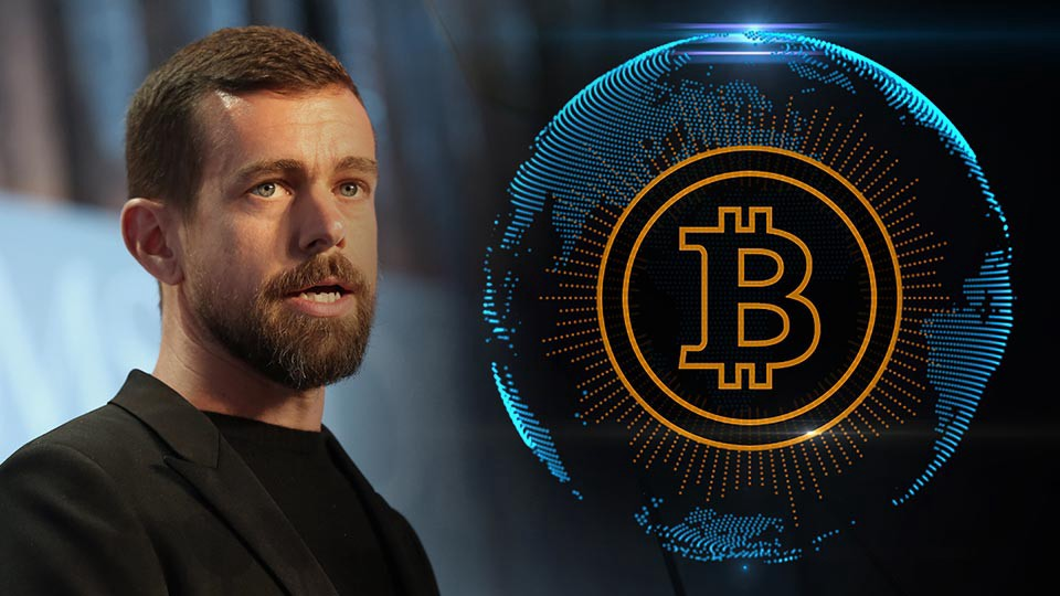 Picture of Twitter CEO Jack Dorsey with an Earth globe with a bitcoin printed on it next to him