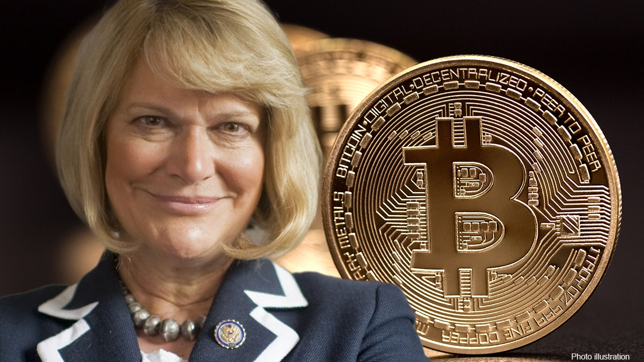Picture of Senator Cynthia Lummis with a bitcoin right next to her