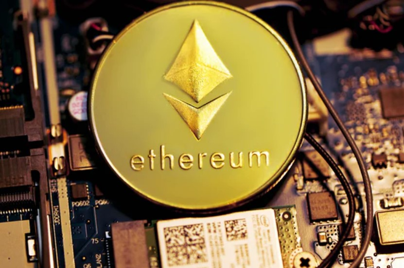 Vitalik Buterin Talks DOGE/ETH Cooperation, How It Can Switch To PoS on Ethereum