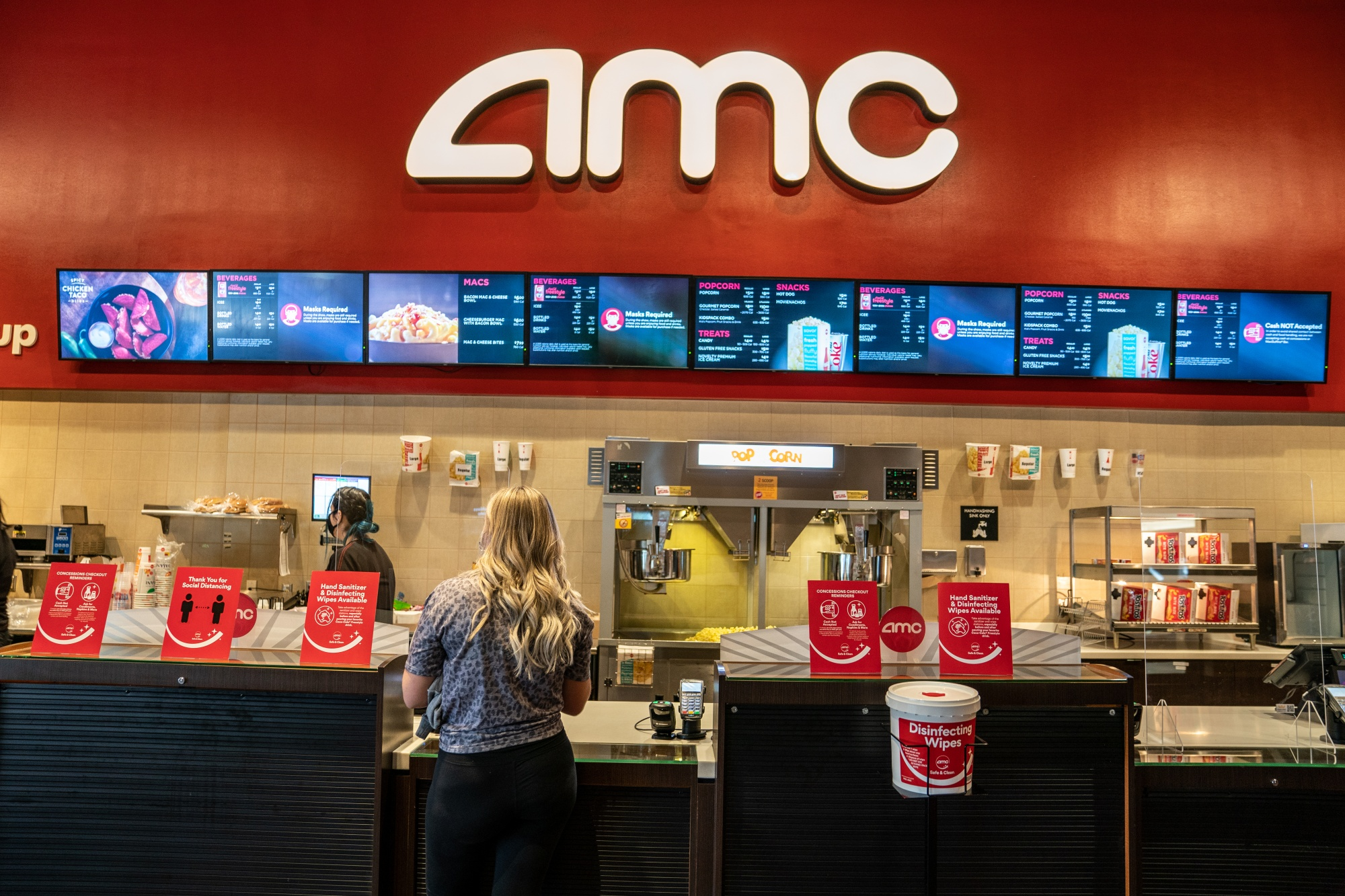 AMC CEO Confirms Theaters Will Accept Bitcoin By Year End, Adds Three New Cryptos