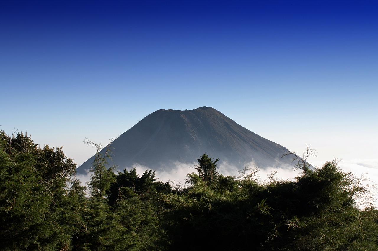 Vitalik Buterin, El Salvador, volcano